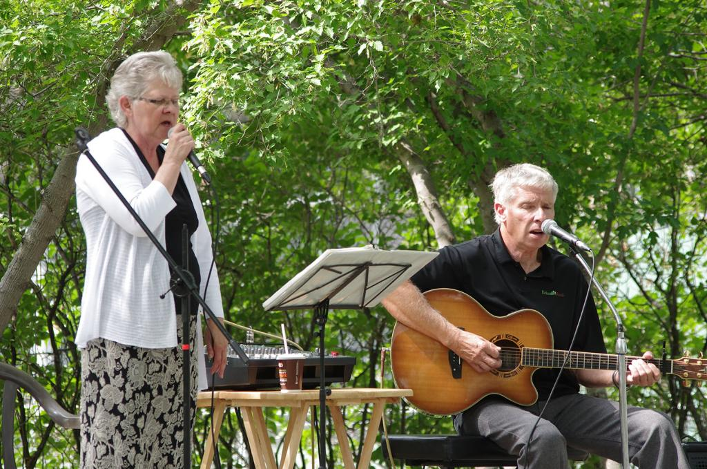 """<span class=""""photo-caption"""">Hank and AnneNeufeldprovided entertainment at this year'sKanadiertreffen.</span><span class=""""photo-credit"""">(MCC Photo/Robb Nickel)</span>"""