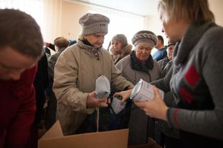Valentina Matvyeeva receiving MCC canned meat