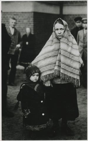 Mennonite mother and child refugees from Russia.