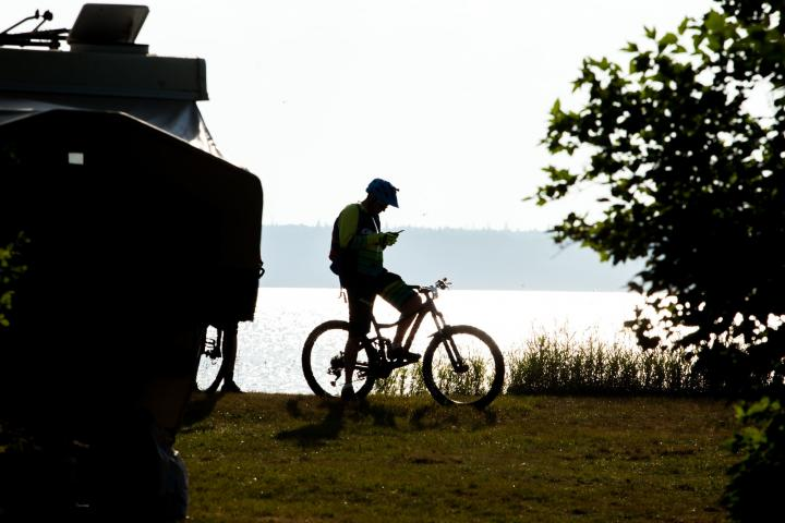 A cyclist prepares for the ride.