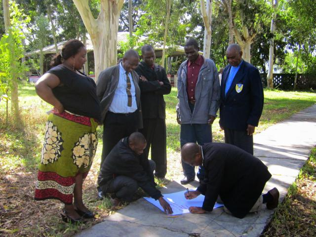 small group discussion at a peacebuilding seminar